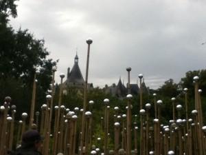 festival-chaumont-sur-loire-jardins-2011--boules-chateau