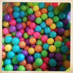 Le test de la piscine boules wonder maman pmgirl for Piscine a boule