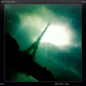 tour-eiffel-paris-voile-FIV-amp-pma-pmgirl