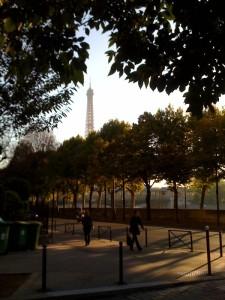 Paris-Tour-eiffel-matinee-soleil-quai