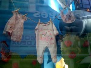 vitrine-disney-store-paris-champs-elysees