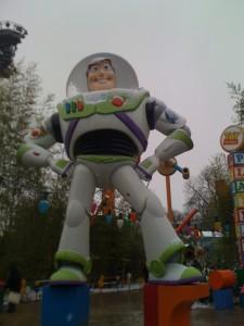 Disneyland-paris-sous-la-neige-2010--buzz-l-eclair