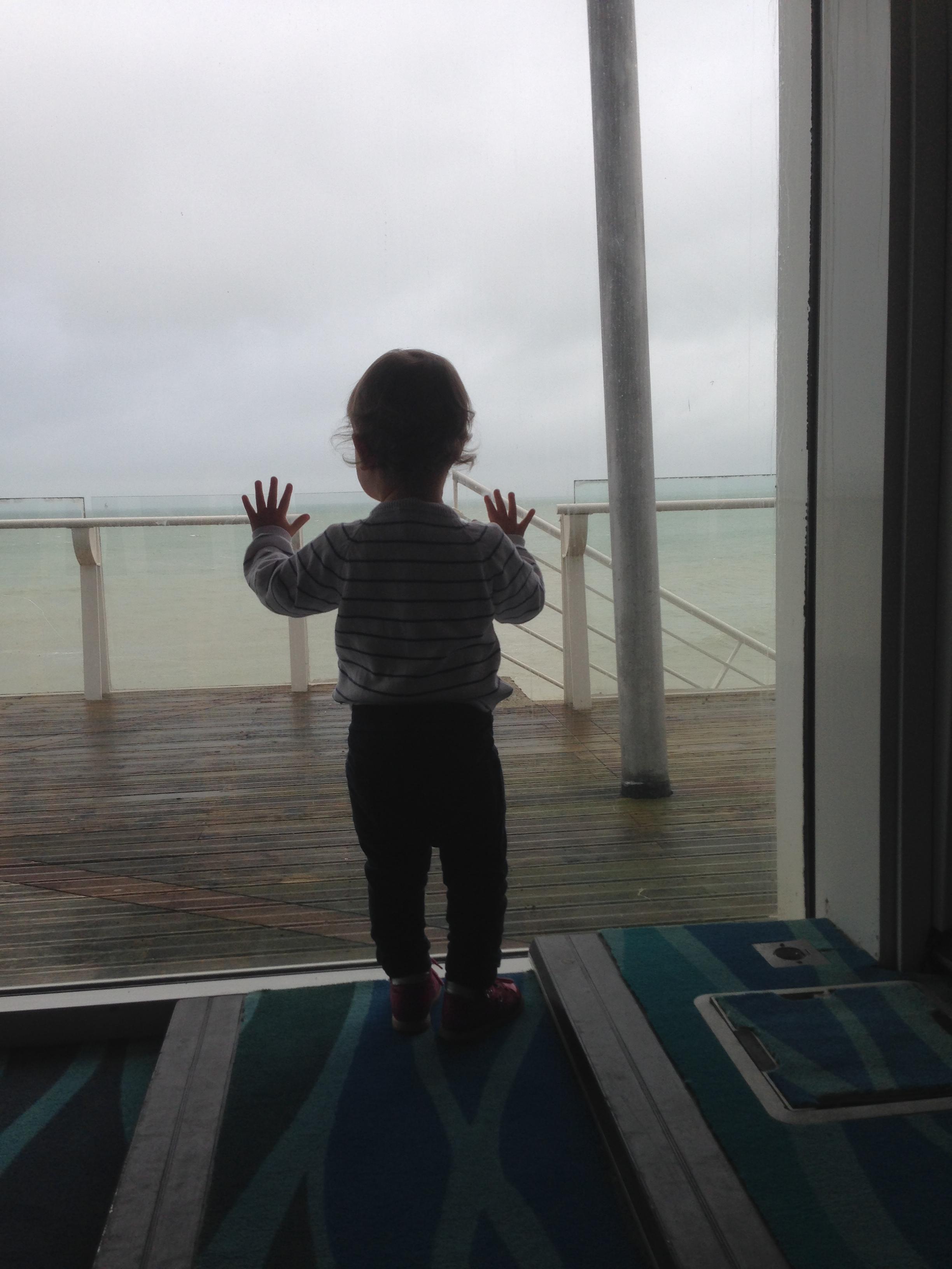 photo bébé à la mer