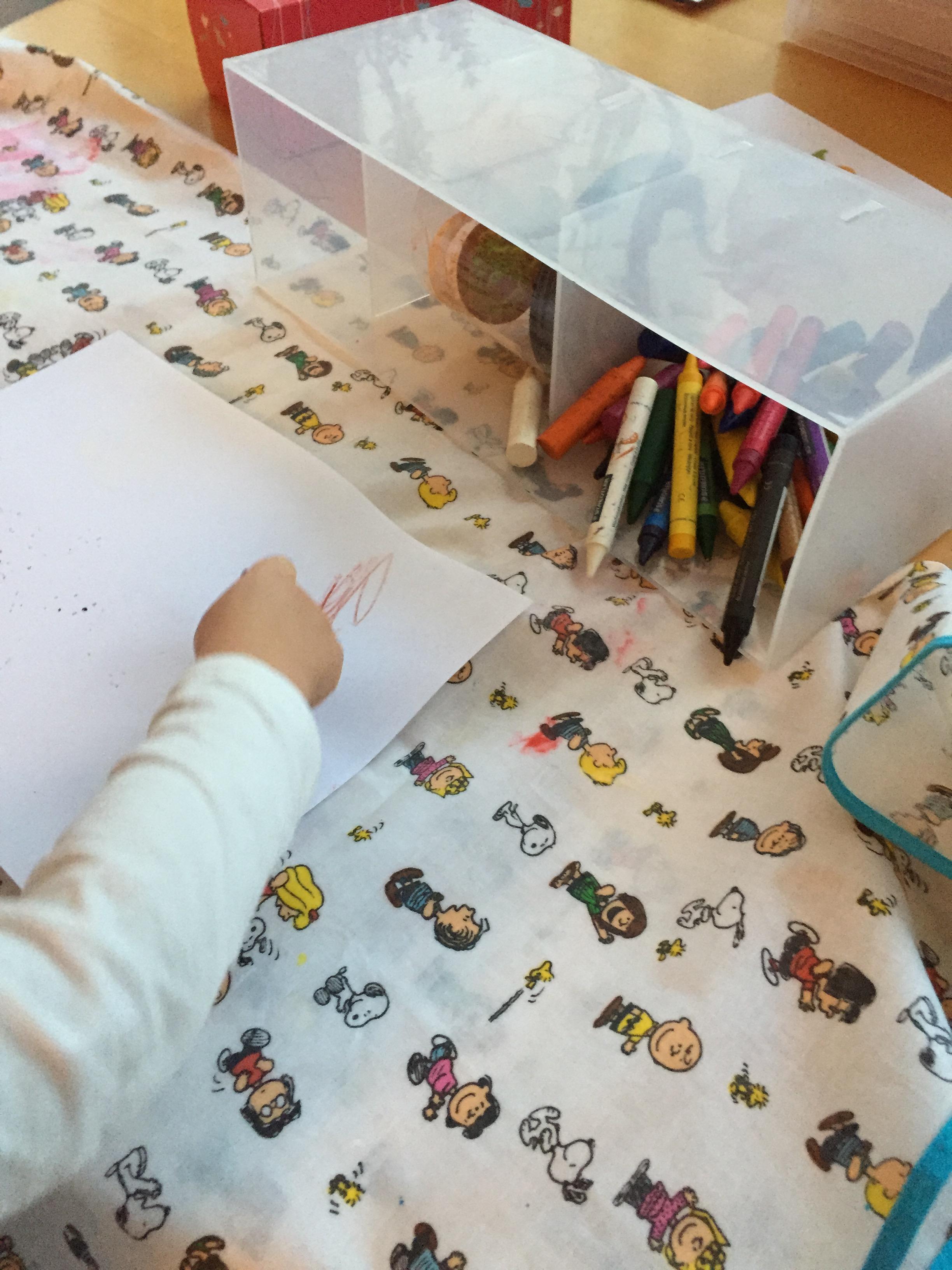 Organisation pour le materiel de travaux manuels de bébé crayons exemple