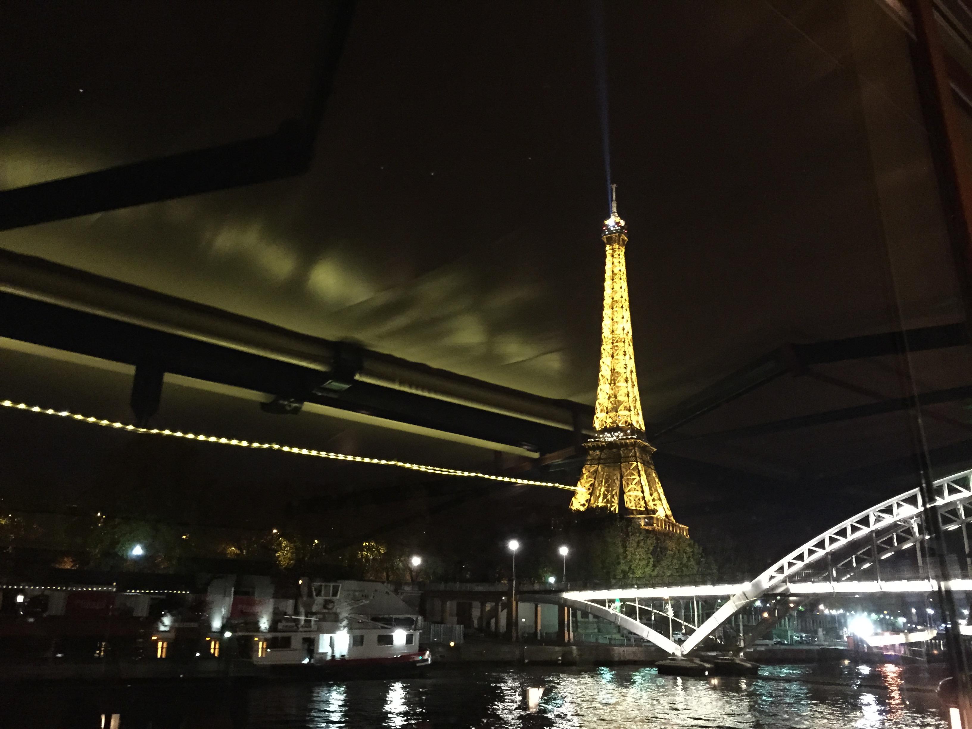 Diner croisiere sur la Seine avec le bateau le Calife tour eiffel