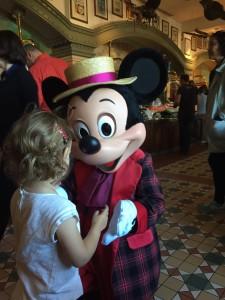 rencontrer les personnages à Disneyland Paris brunch inventions
