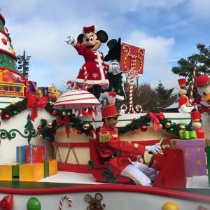 rencontrer les personnages à Disneyland Paris minnie parade