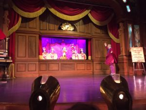 The Lucky Nugget un déjeuner spectacle à Disneyland