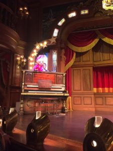 The Lucky Nugget un déjeuner spectacle à Disneyland avis