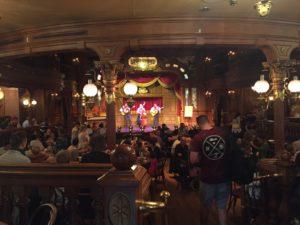 The Lucky Nugget un déjeuner spectacle à Disneyland test