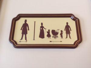astuces pour votre visite en famille à Disneyland Paris table à langer