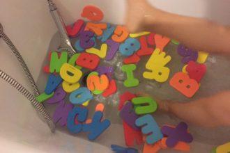 lettres-en-mousse-bain