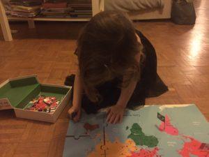 v photo Mon coffret Montessori des drapeaux du monde