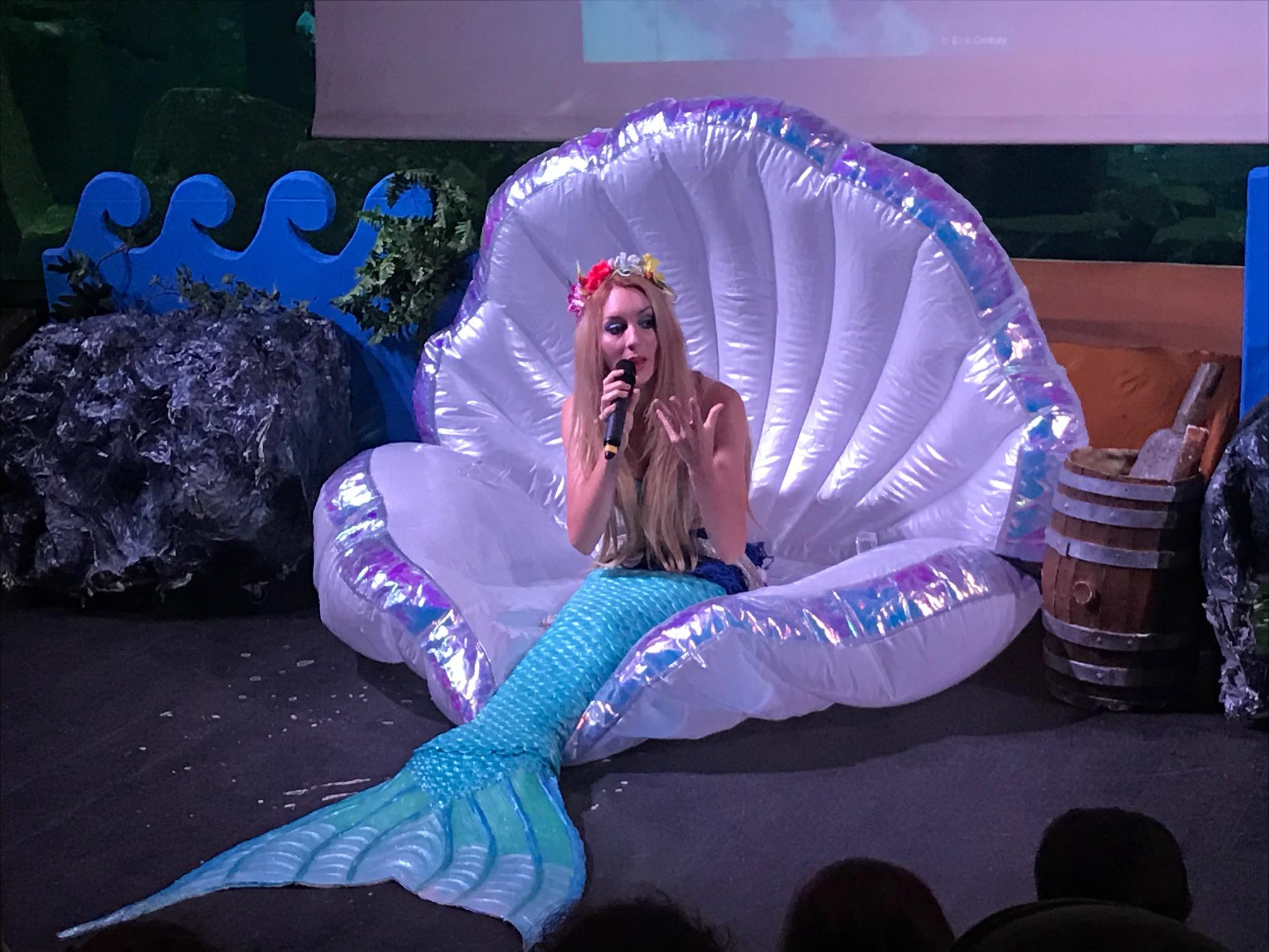 La rencontre avec la sir ne de l 39 aquarium de paris for Acoiriome de poisson